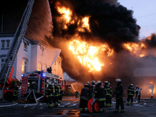 Drama! Mutter und Kind sterben in Flammen-Inferno