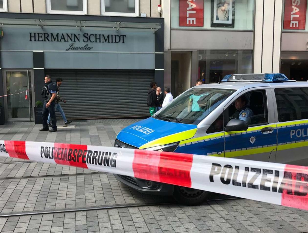 Amokfahrt Scharbeutz auto rast durch fußgängerzone - toughguysproductions