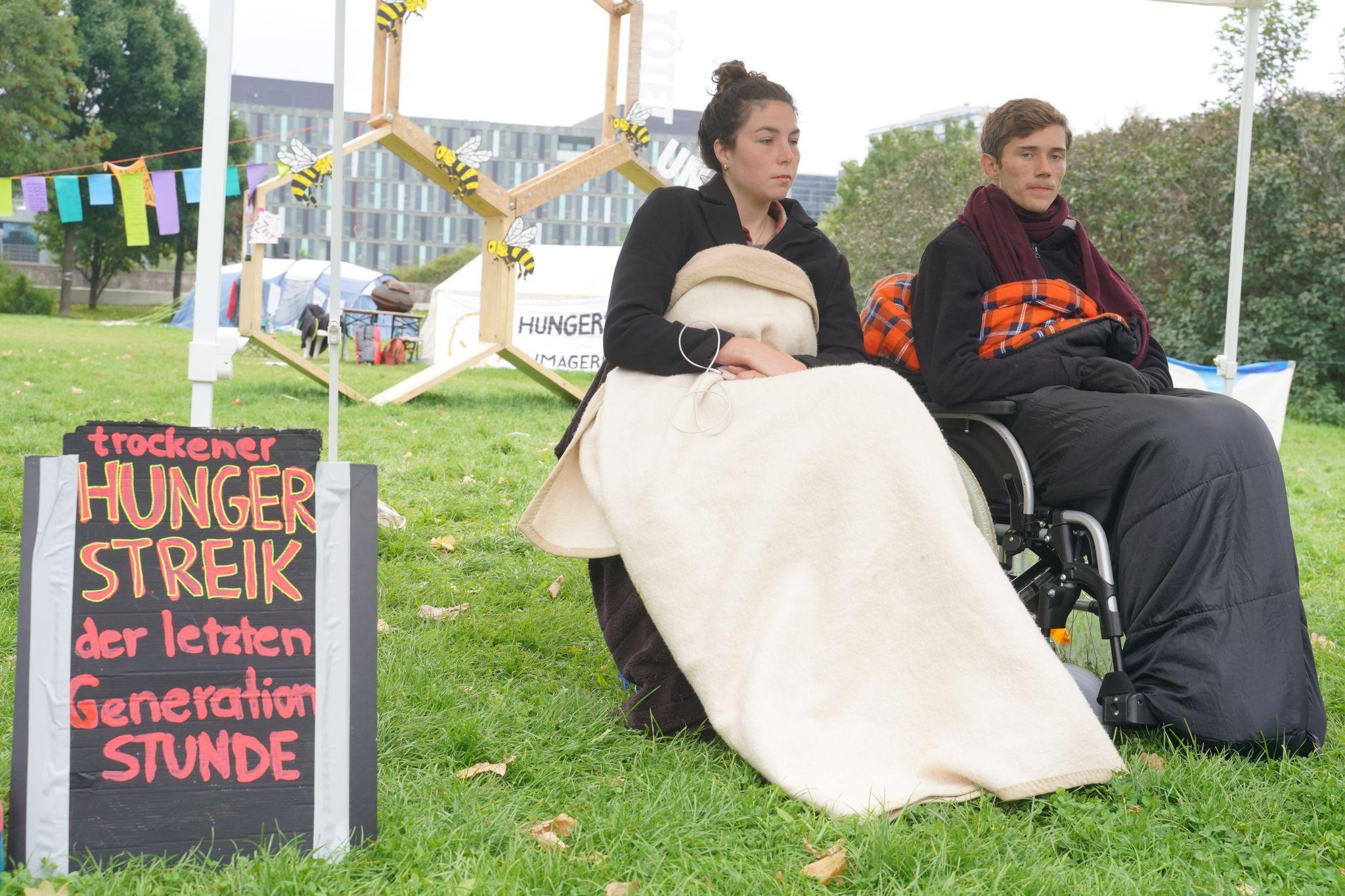 Klimaaktivisten brechen Hungerstreik ab - Scholz: Bin froh